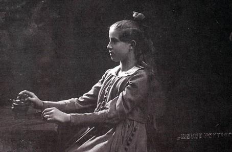 PHOTOGRAPHERS - Luis Vallet de Montano (1858-1936), Retrato de niña, 1918 (colección privada)