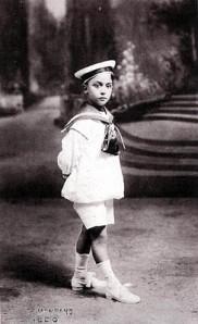 PHOTOGRAPHERS - Luis Vallet de Montano. Retrato de niño (1918)