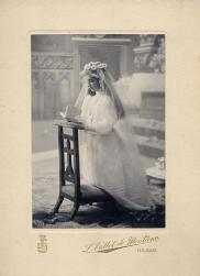 PHOTOGRAPHERS - Luis Vallet de Montano, Señorita, Primera Comunión, Bilbao, principios siglo XX, (Collección Hesperus)