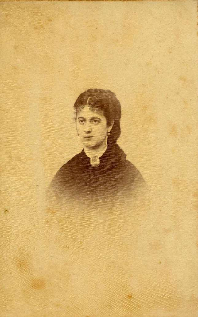 Copia de FOTOGRAFOS ESPAÑOLES - Rafael Rocafull (1825-1902), Cadiz. Retrato de dama, c. 1870. Hesperus´ Collection