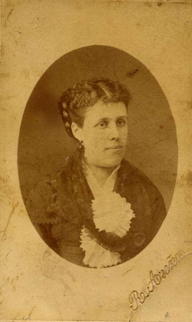 Copia de FOTOGRAFOS ESPAÑOLES - Rfael Areñas, Barcelona. Retrato de dama, ca 1888. Hesperus´ Collection