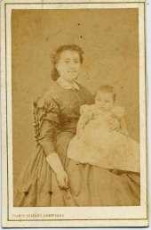 1863. FOTOGRAFOS ESPAÑOLES - Franco-Hispano-Americano, Barcelona. Retrato de señora Reig con bebé, carte de visite, 1863. Album Reig. Hesperus´ Collection