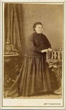 1863. FOTOGRAFOS ESPAÑOLES - Napoleón, Barcelona. Retrato de dama, carte de visite, ca. 1863. Album Reig, Hesperus´ Collection