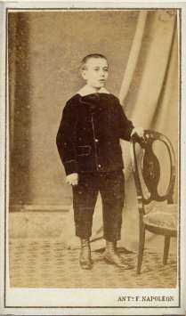 1863. FOTOGRAFOS ESPAÑOLES - Napoleón, Barcelona. Retrato de niño, carte de visite ca. 1863. Album Reig, Hesperus´ Collection