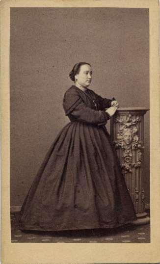 1865. FOTOGRAFOS ESPAÑOLES - Gautier, Heraclio, Madrd. Dama. Carte de visite ca. 1865. Hesperus´ Collection