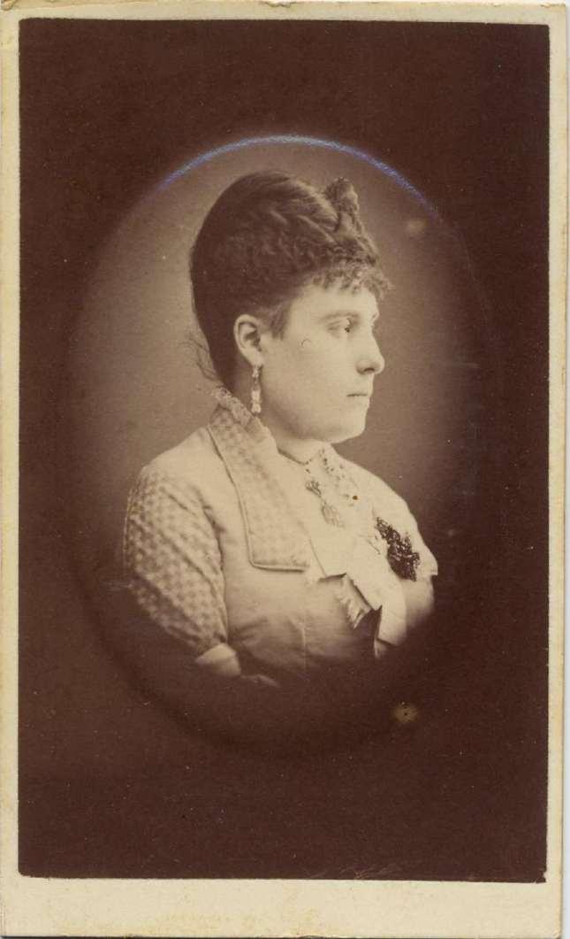 1868. FOTOGRAFOS ESPAÑOLES - Marti , Juan, Barcelona. Retrato de dama (perfil),  carte de visite 1868. Album Reig, Hesperus´ Collection