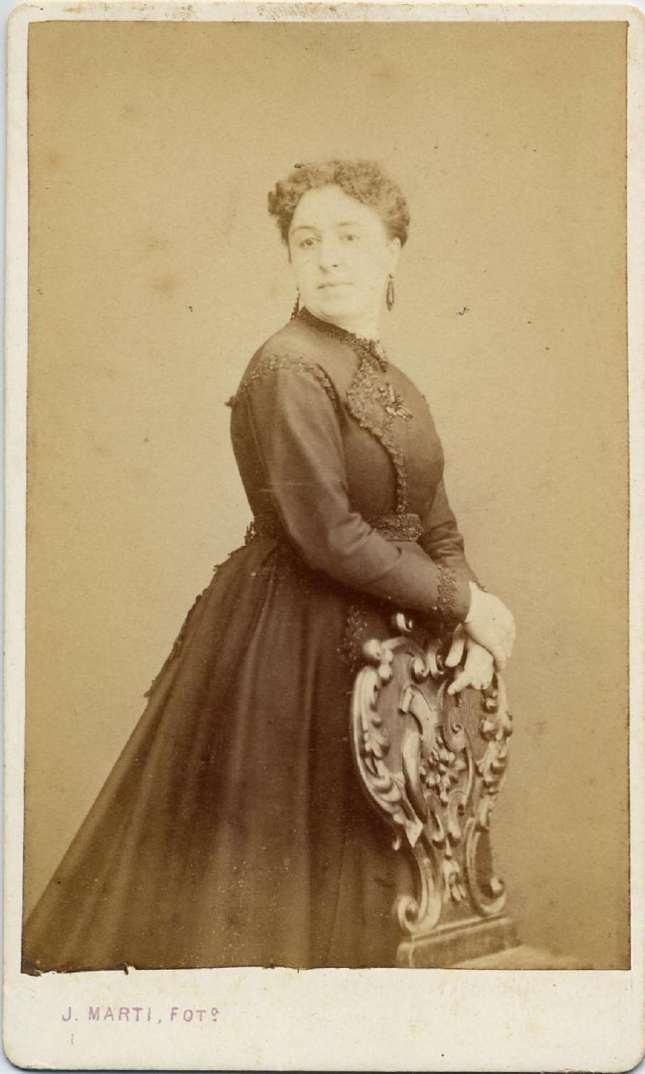 1868. FOTOGRAFOS ESPAÑOLES - Marti , Juan, Barcelona. Retrato de señora (Reig),  carte de visite 1868. Album Reig, Hesperus´ Collection