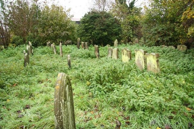 Louth - Kalvos - St.Margaret's_churchyard_-_geograph.org.uk_-_1036912