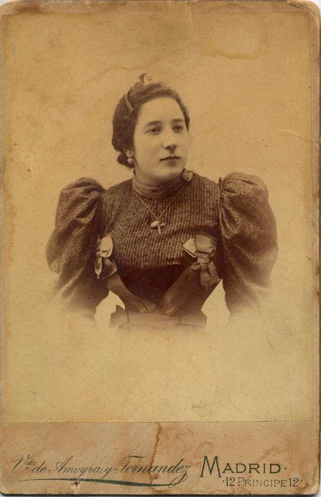 1880. FOTOGRAFOS ESPAÑOLES - Amayra y Fernandez, Viuda (1870-1899). Madrid.  Retrato de Dama  ca. 1880. Hesperus´ Collection