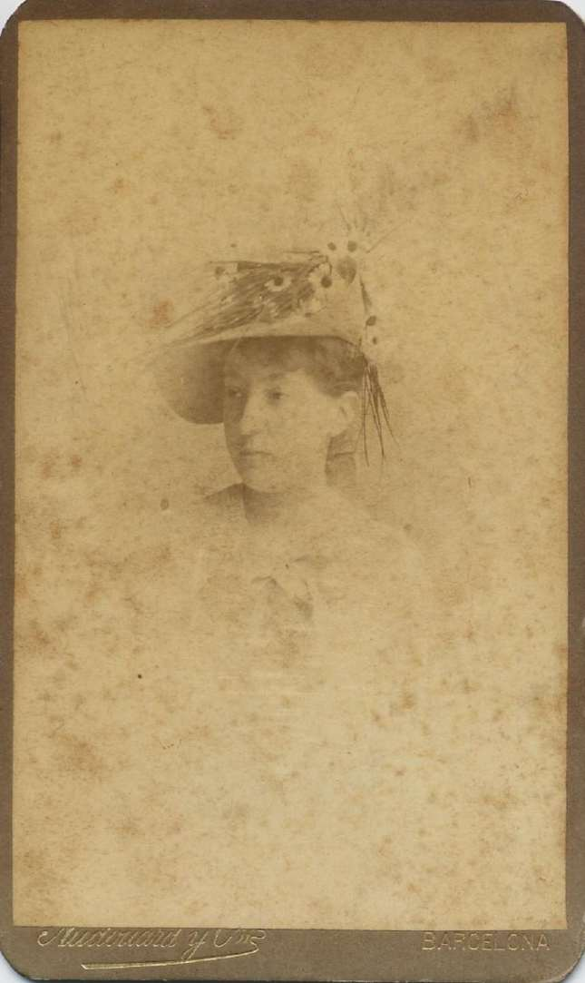 1880. FOTOGRAFOS ESPAÑOLES - Audourd y Cia (Pau Audourd, 1857-1918), Barcelona. Retrato de dama, carte de visite, ca. 1880.  Album Reig, Hesperus´ Collection