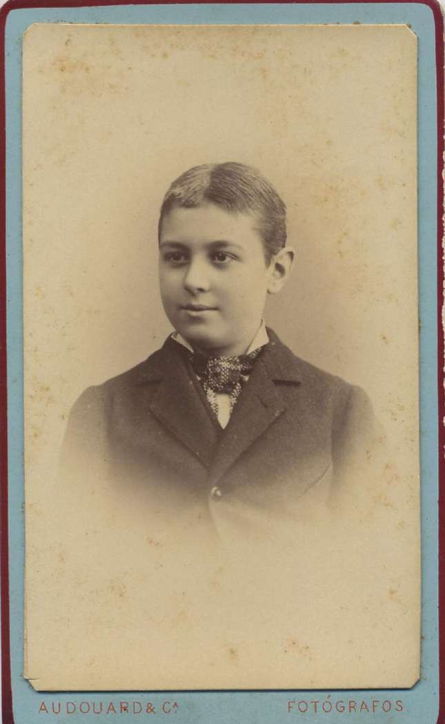 1880. FOTOGRAFOS ESPAÑOLES - Audourd y Cia (Pau Audourd, 1857-1918), Barcelona. Retrato de niño, carte de visite, ca. 1880.  Album Reig, Hesperus´ Collection