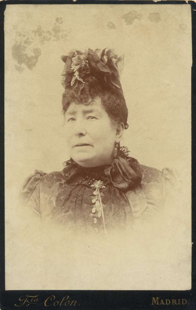 1880. FOTOGRAFOS ESPAÑOLES - Colon, Fotografia,  Madrid. Retrato de señora, carte de visite, ca. 1880. Hesperus´ Collection