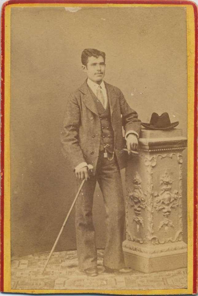 1880. FOTOGRAFOS ESPAÑOLES - Coyne, Anselmo Maria (1829-1896), Zaragoza.  Retrato de caballero, ca 1880. Hesperus´Collection