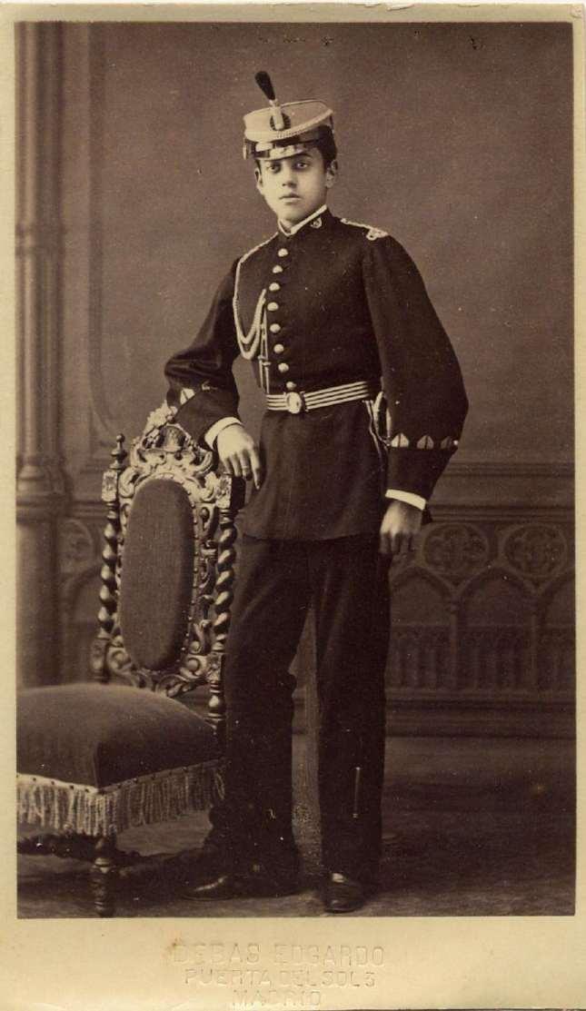 1880. FOTOGRAFOS ESPAÑOLES - Debas, Edg.,  (1845-1891) Madrid. Retrato militar, carte de visite, ca. 1880.  Album Reig, Hesperus´ Collection