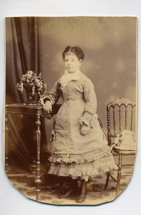 1880. FOTOGRAFOS ESPAÑOLES - Gutierrez, J., Madrid. Dama, CDV, ca. 1880. Hesperus´ Collection
