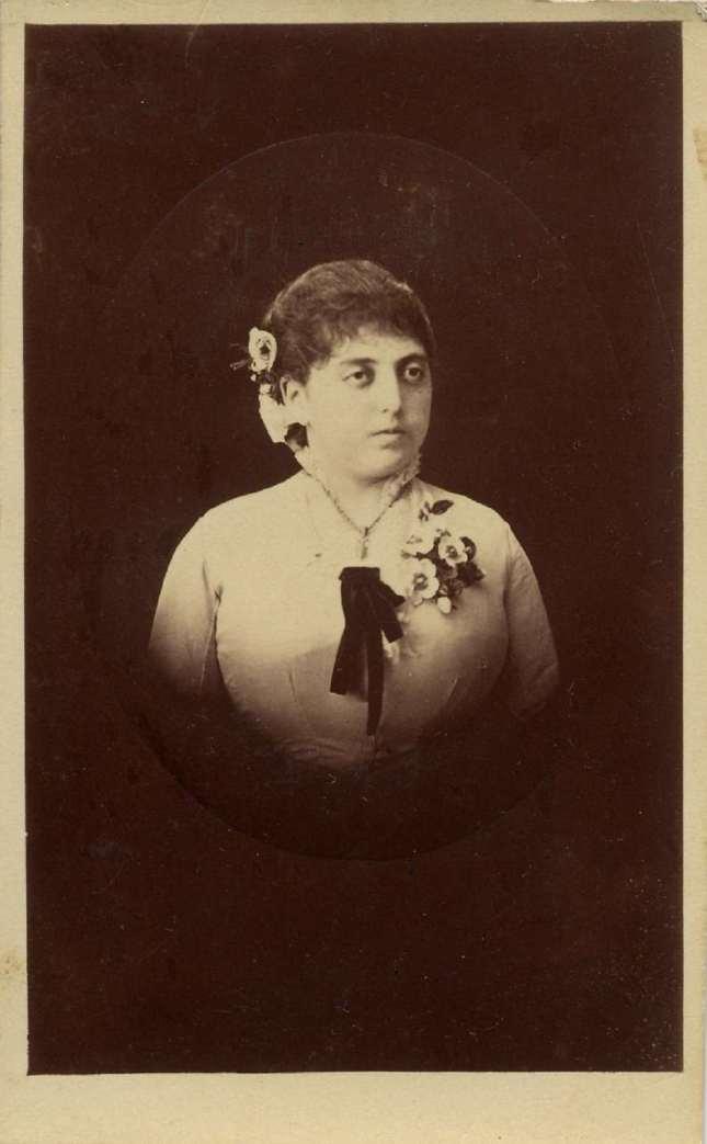 1880. FOTOGRAFOS ESPAÑOLES - Montenegro, G. A.,  Jerez de la Frontera. Retrato de dama c. 1880. Hesperus´ Colection