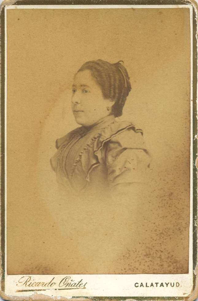 1880. FOTOGRAFOS ESPAÑOLES - Oñate, Ricardo, Calatayud, Aragón. Retrato de señora. carte de visite, ca. 1880. Hesperus´ Collection