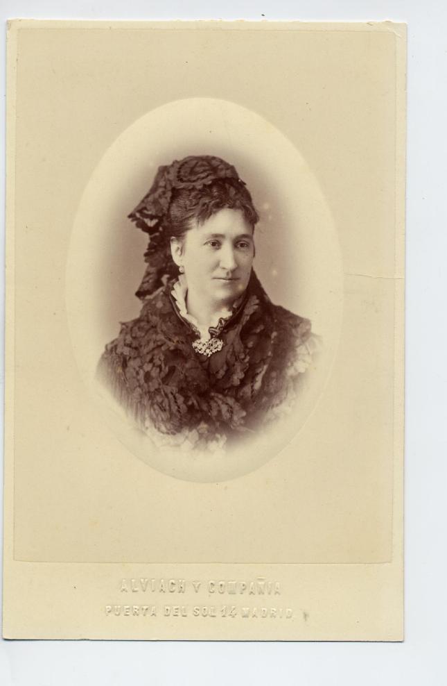 1880s. FOTOGRAFOS ESPAÑOLES - Alviach y Compañia, Madrid.  Busto de dama noble, Cabinet, ca. 1883. Album Sotomayor, Hesperus´ Collection