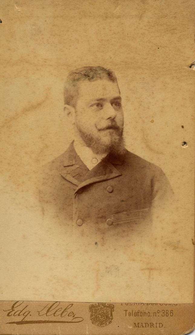 1880s. FOTOGRAFOS ESPAÑOLES - Debas, Edg., Madrid. Retrato de caballero, carte de visite, 1880s. Hesperus´ Collection