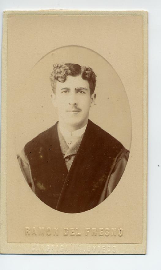 1880s. FOTOGRAFOS ESPAÑOLES - Fresno, Ramon del, Oviedo. Busto de Caballero, CDV, ca. 1880. Hesperus´ Collection