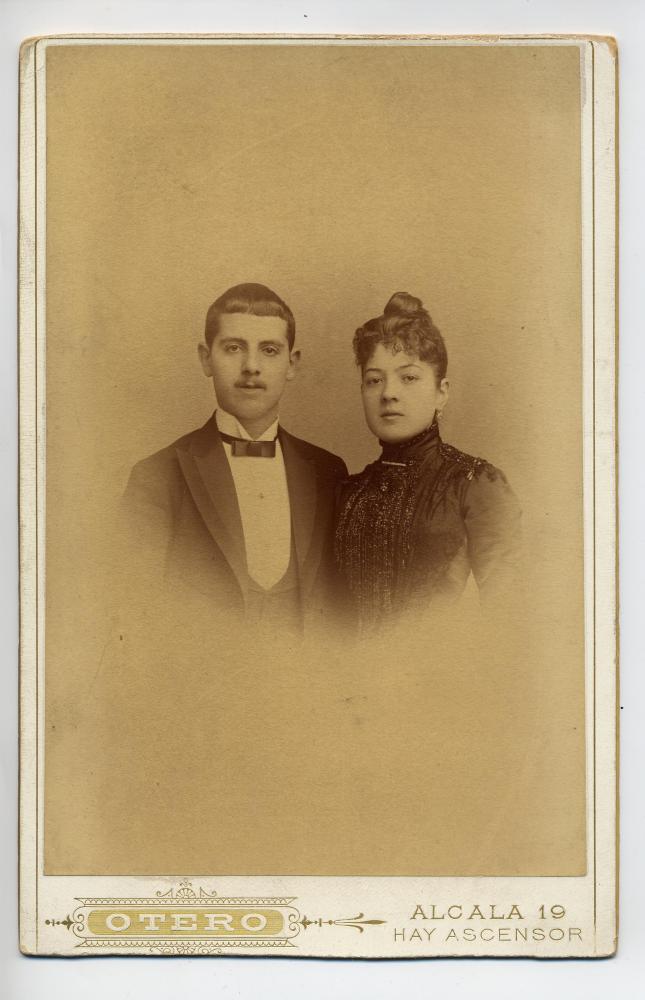 1880s. FOTOGRAFOS ESPAÑOLES - Otero, E., Madrid. Retrato de pareja, formato Boudoir, dñecada  1880. Hesperus´ Collection