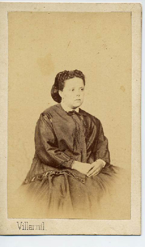 1880s. FOTOGRAFOS ESPAÑOLES - Villarmil, Jose R. A.,  Cangas de Onís, Asturias. Dama, CDV, 1880s. Hesperus´ Collection