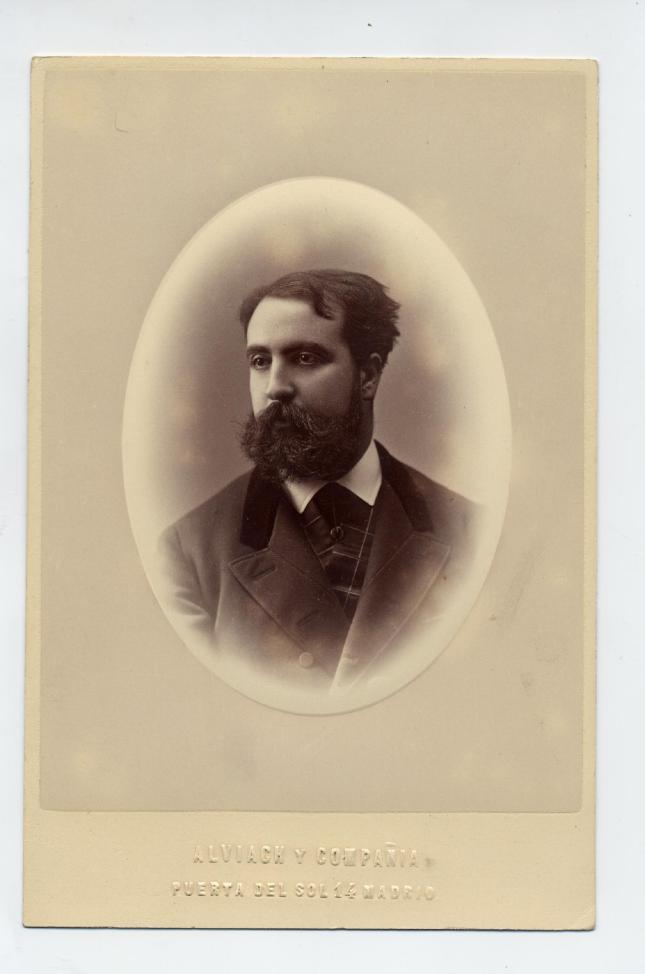 1883. FOTOGRAFOS ESPAÑOLES - Alviach y Compañia, Madrid. Retrato de caballero. Cabinet, ca. 1883. Hesperus´ Collection