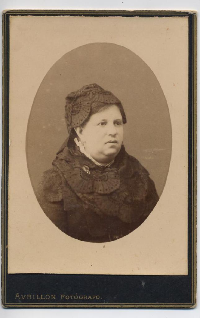 1884. FOTOGRAFOS ESPAÑOLES - Avrillon, Coruña, 25 s et. 1884. Dama, (Laura) formato cabinet, Hesperus´ Collection.