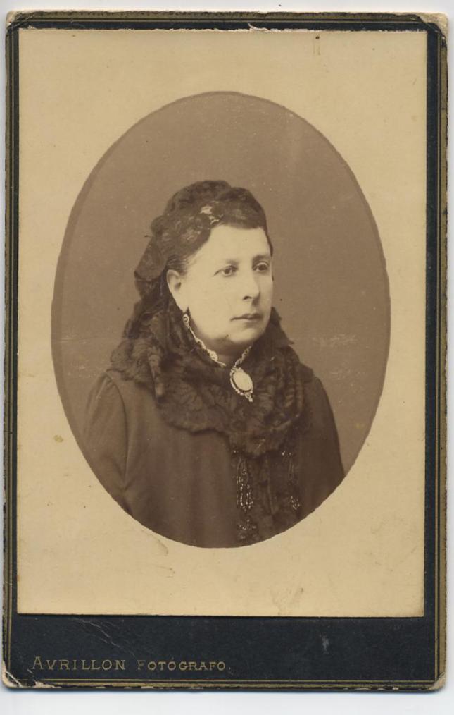 1884. FOTOGRAFOS ESPAÑOLES - Avrillon, Coruña, Sra. Guadelupe, con dedicatoria 22 oct. 1884, formato cabinet - Hesperus´ Collection