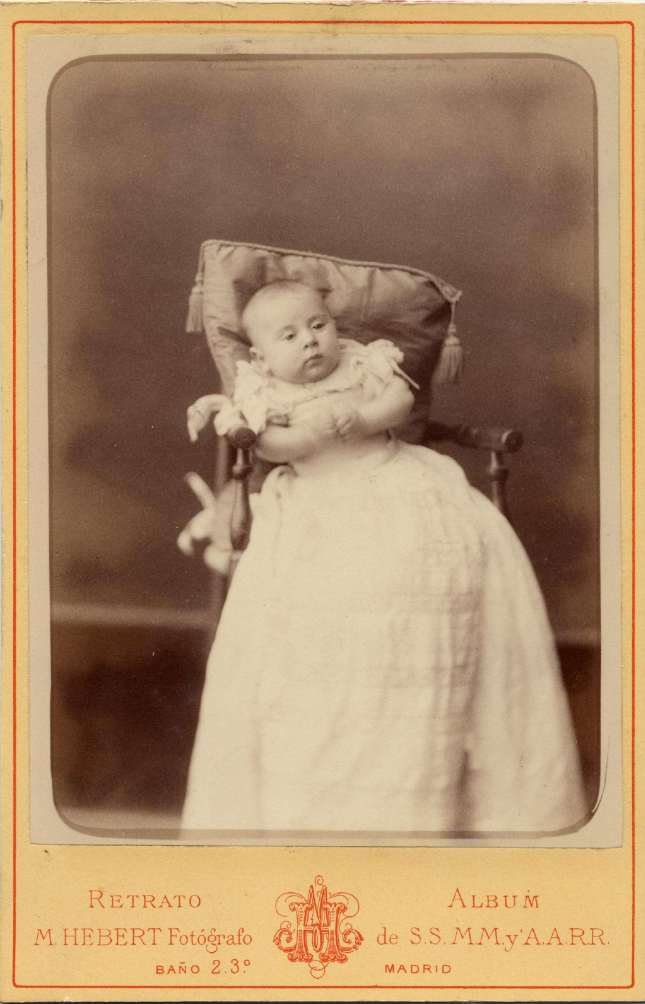 1886. FOTOGRAFOS ESPAÑOLES - Hebert (1819-1891). Infante Alfonso XIII, carte de visite 1886. Album Lopez, Hesperus´ Collection