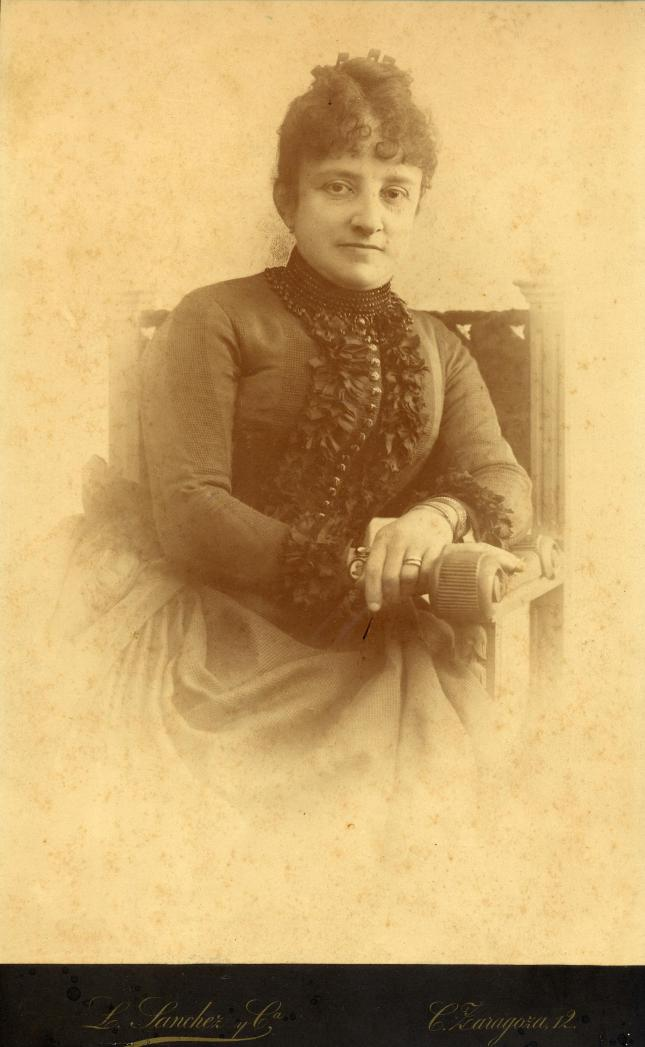1886. FOTOGRAFOS ESPAÑOLES - Sanchez y Ca., L., Valencia. Retrato de dama,  formato  19X32cm. , 1886. Hesperus´ Collection