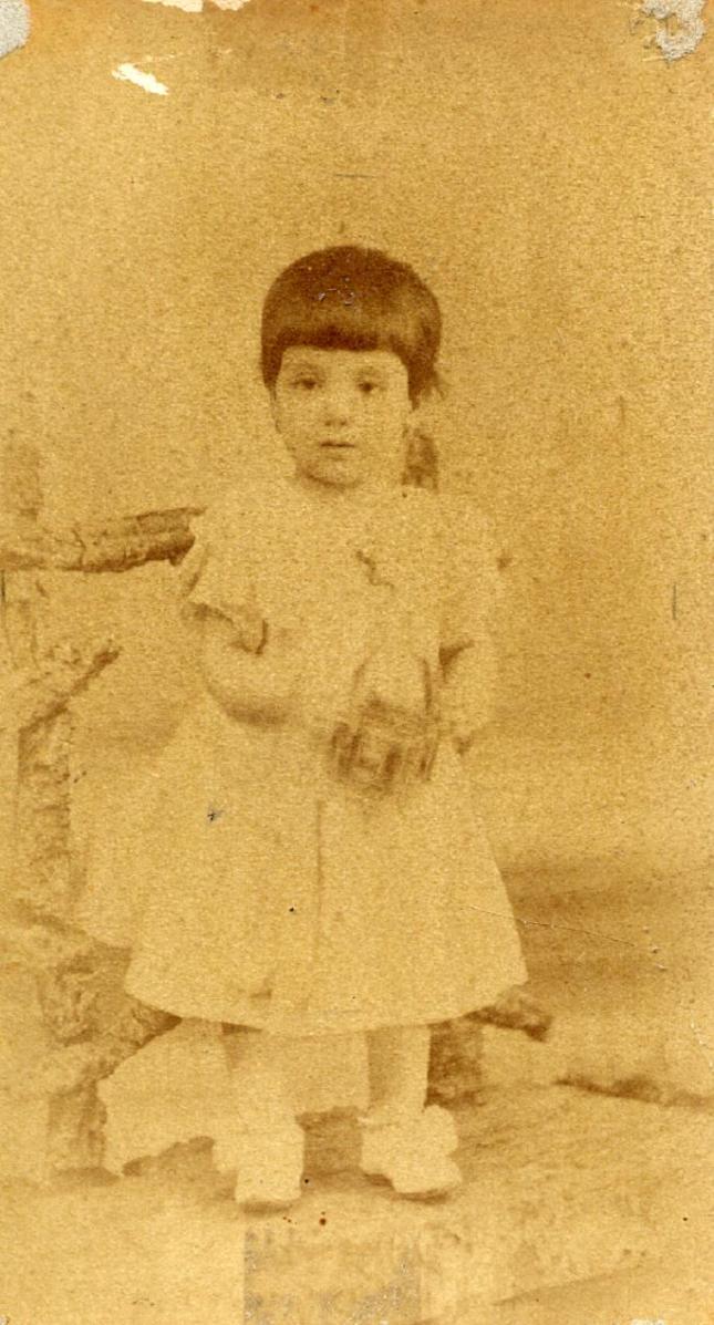 1888. FOTOGRAFOS ESPAÑOLES - Company, (1855-1909).  Foto de  Josefina , carte de visite, ca. 1888. Hesperus´ Collection