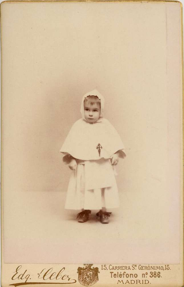 1888. FOTOGRAFOS ESPAÑOLES - Debas, Edg.,  Madrid. Alfonso XIII, cabinet,  1888. Album Lopez, Hesperus´ Collection
