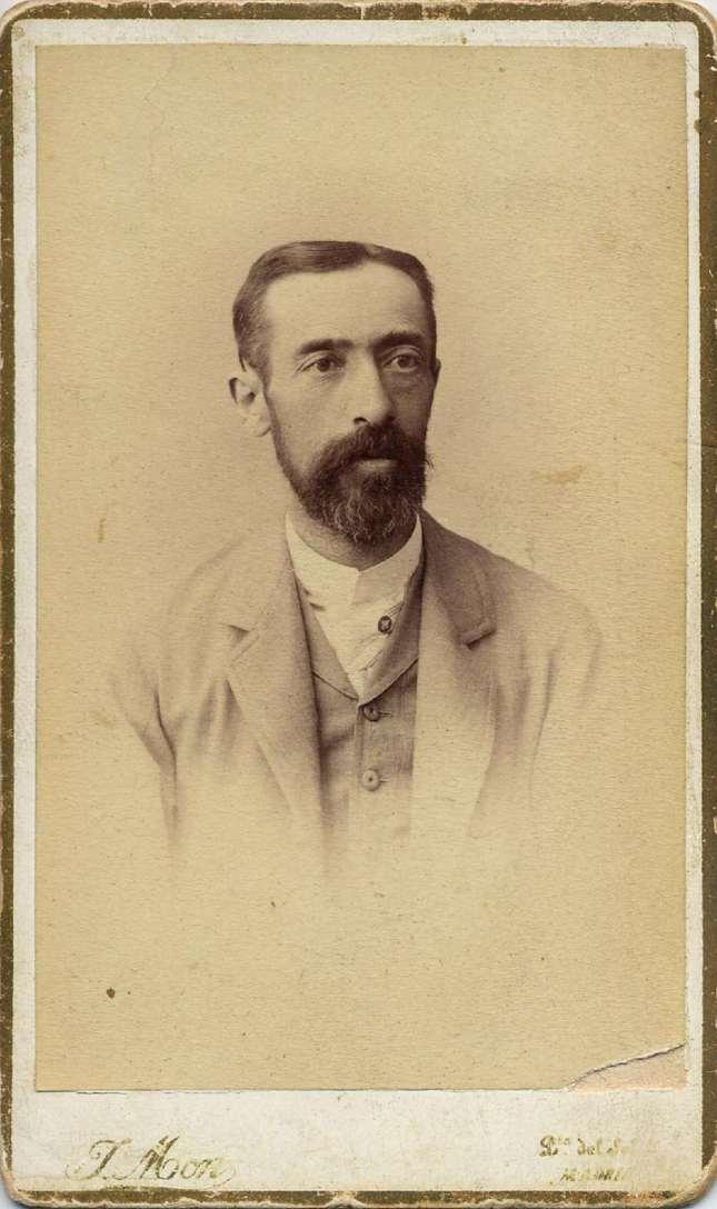 1888. FOTOGRAFOS ESPAÑOLES - Mon, Juan,  Madrid. Retrato de caballero, carte de visite,  ca. 1888 Hesperus´ Collection